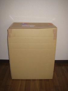 チャームから届いた荷物 クマノミ飼育水槽セット