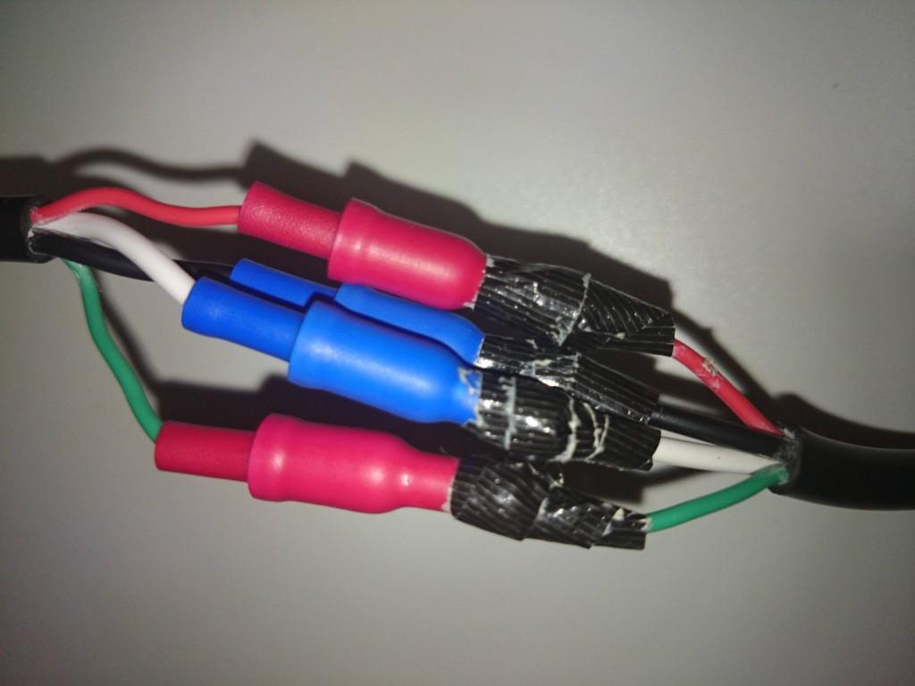 ギボシ端子を取り付けたヒーターの電源コード