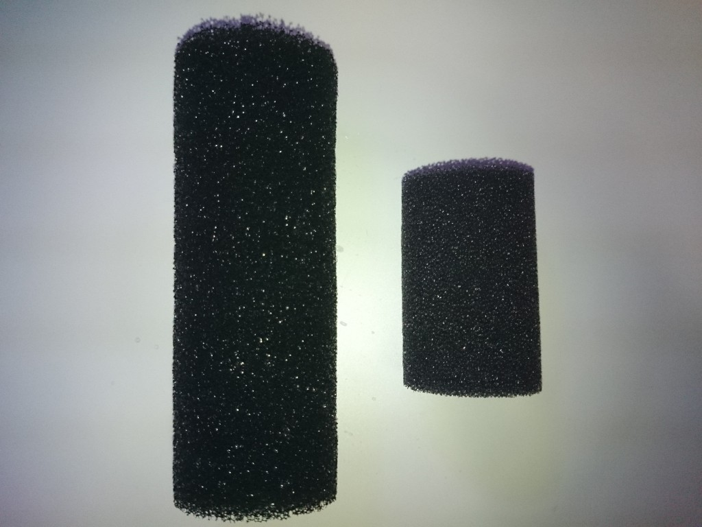 エーハイム純正スポンジプレフィルターと社外品のストレーナーカバーの大きさ比較(長さ)