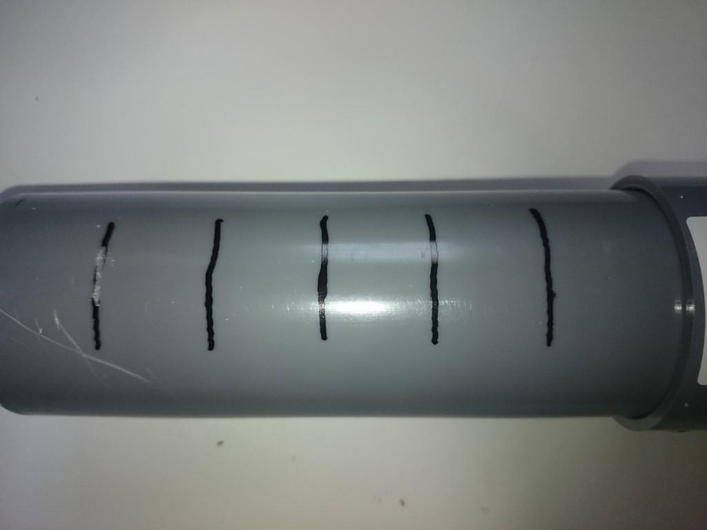 ウールボックスシャワーパイプ自作 排水穴加工1